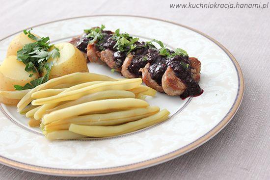Smażone polędwiczki wieprzowe podane z konfiturą agrestowo-porzeczkową, Fot. Hanami®
