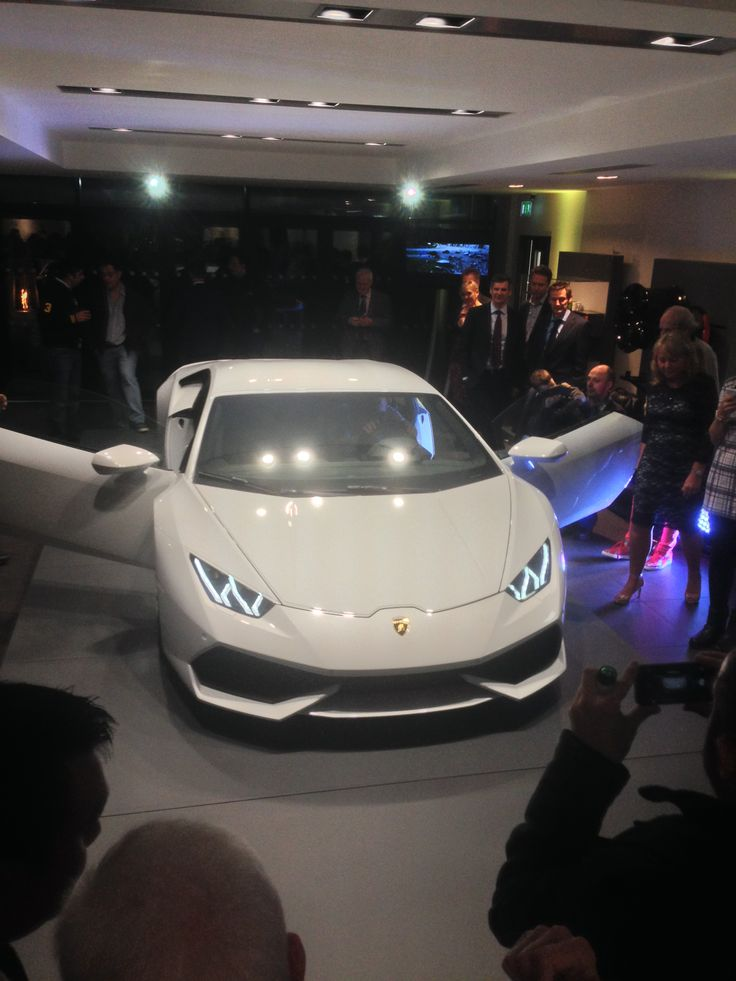 The Huracan Drawing Crowds After the Unveil