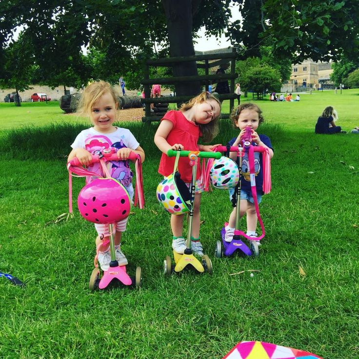 How will your little ones be spending these holidays? 🤹 There's nothing better than scooting around the park with their pals!  _ #microscooter #microscooters #minimicro #scootingadventures #parklife #sale #baby #babylove #babystyle #babygear #babylife #babyshop #babyvillage #repost 📷 @hollyjdennis1 | @microscooters