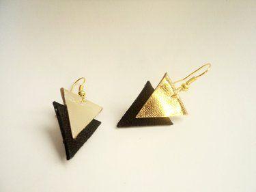 Driehoek oorbellen zelfgemaakt van stukjes leer