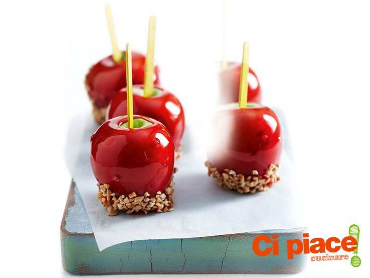 Quando si parla di mele caramellate sullo stecco il pensiero vola alle giostre e alle fiere della nostra infanzia. Sono …
