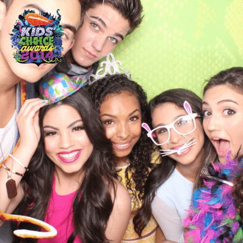 Teen choice awards! Every witch way cast