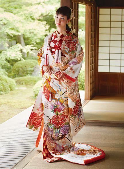豪華な和装も、夏は涼しげにコーディネートしたい♡夏に素敵な『色打掛』色別カタログ♩にて紹介している画像
