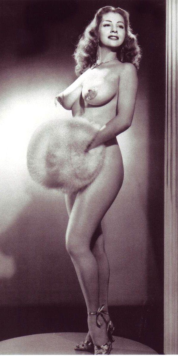 Fat ddd brunette in leopard lingerie shoves enormous dildo up her cunt 8