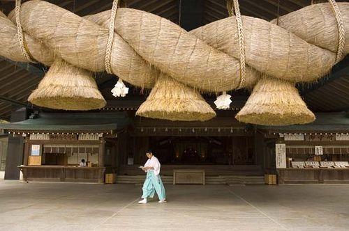 Sacred rope, Izumo Taisha, Shimane-ken, Japan 神聖なロープ、しめ縄、出雲大社