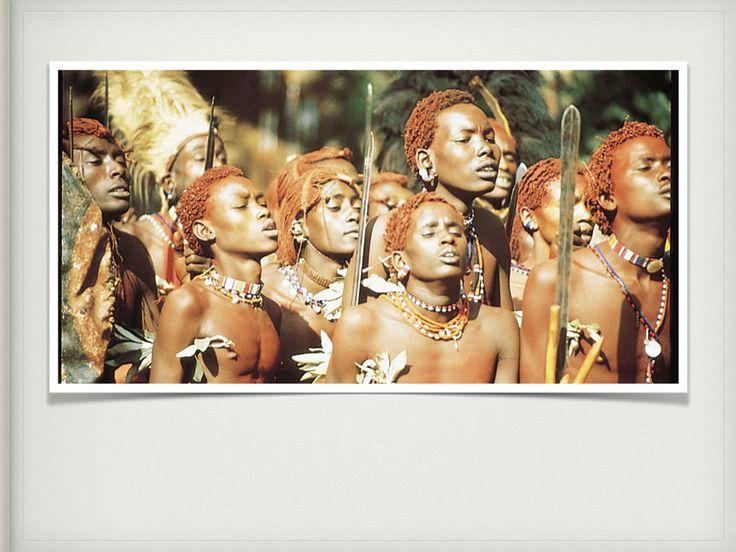 Los rituales y ceremonias de las comunidades o tribus aborígenes cumplen un fin social, religioso y comunitario. Ellos no piensan en la creación de arte como tal. Sus cantos y música es en favor de la armonía con el cosmos y consigo mismos