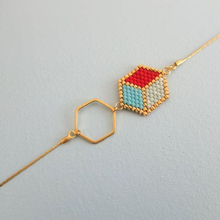 Le produit Bracelet motif cubes 3D tissé en perles de verre japonaises Miyuki est vendu par My-French-Touch dans notre boutique Tictail.  Tictail vous permet de créer gratuitement en ligne une boutique de toute beauté sur tictail.com