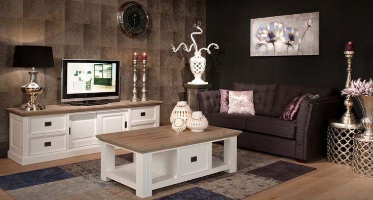 Oog voor detail. De Oakdale meubelen zijn gemaakt van hoogwaardig grenen met eiken oil-grey accenten.