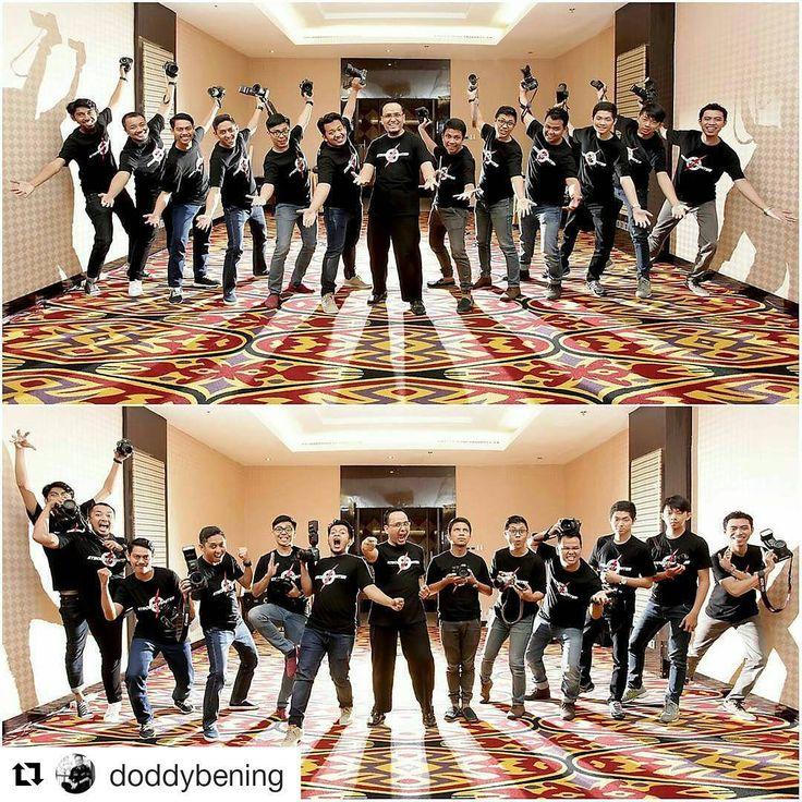 "#Repost @doddybening with @repostapp ・・・ . Ceria bareng para #StrobistFighter kemarin usai hari ke-2 Workshop Bening School of Photography (BSP) Angkatan 43 dgn tema ""Sukses Bisnis Fotografi"" di Hotel Best Western Plus Makassar�� . Sebelum berpisah, bersama para alumni BSP foto bareng dulu dgn teknik ""Back Light Blast"" . Have a great night people ������ .  #workshop #photographyCourse #PhotographyWorkshop #workshopfotografi #workshopphotography #kursusfotografi #seminarfotografi…"