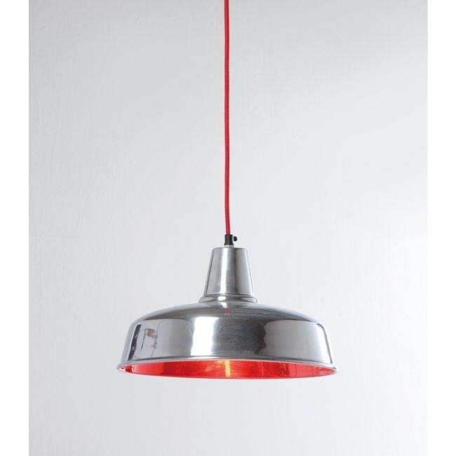 En verkstadsinspirerad taklampa med en härligt rödlackerad insida. Passar till shabby-chic och industriell inredning. Produktfakta Material: Lackad aluminium Mått: H