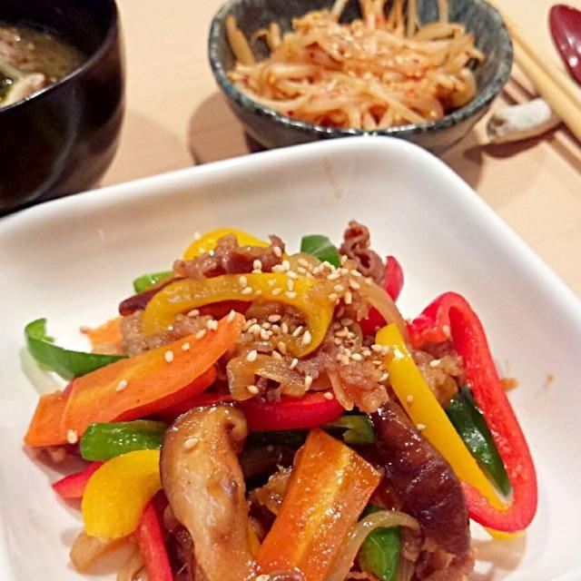 今夜はコリアンにしてみました~♪(*´▽`*) 牛肉とワカメのスープ(ミヨックク)は、韓国では産後によくたべる料理として有名らしいですねー。前にユンソナさんのブログで知りました! - 13件のもぐもぐ - 旦那さん晩ごはん★彩りプルコギ、牛肉ワカメスープ、もやしピリ辛ナムル by ayaperbabylon