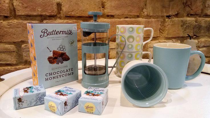 Retrolove in Zartblau, Espressomaker, Latte-Mugs und Tassen Ton-inTon