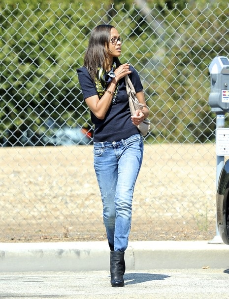Zoe Saldana in AE skinny jeans. With 22 sexy fits, 120 cool washes you'll find a pair for every occasion. #Jeans #Sexy #Fashion #Denim #Blue #Style More jeans available on www.ae.com