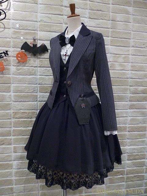 25 best ideas about gothic lolita fashion on pinterest. Black Bedroom Furniture Sets. Home Design Ideas