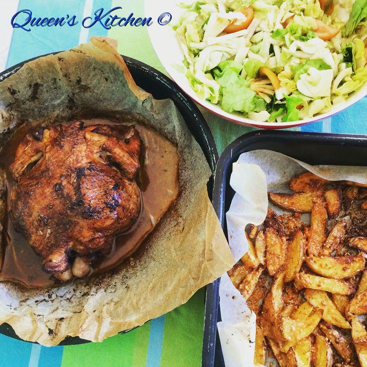 Pranziamo con un bel #pollo al forno con #patate speziate e #insalata di lattuga, finocchi e pomodori verdi  { www.queenskitchen.it }