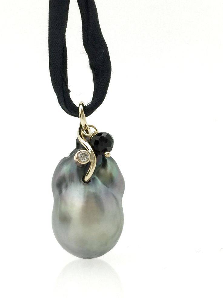 Tahitian pearl in 18 carat gold,   Diamond and black spinel.
