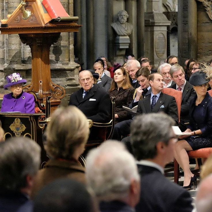The Queen, The Duke & The Earl and Countess of Wessex joined a 2,000 strong congregation which included ParalympicsGB Gold Medallist Hannah Cockroft and @dofeuk Ambassador Jon Culshaw who gave a reading. #DofE