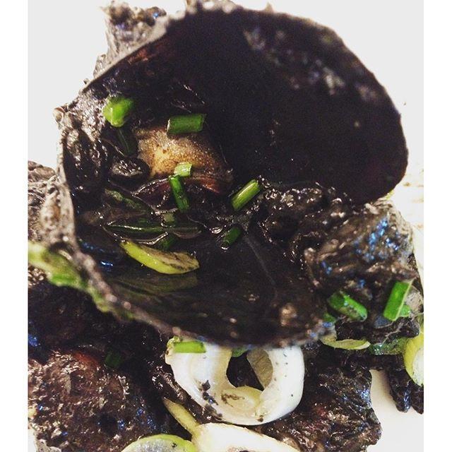 Καλη σαρακοστη! Κριθαρωτο μαυρης θαλασσας #koulouma #mussels #squidink #coachmydiet