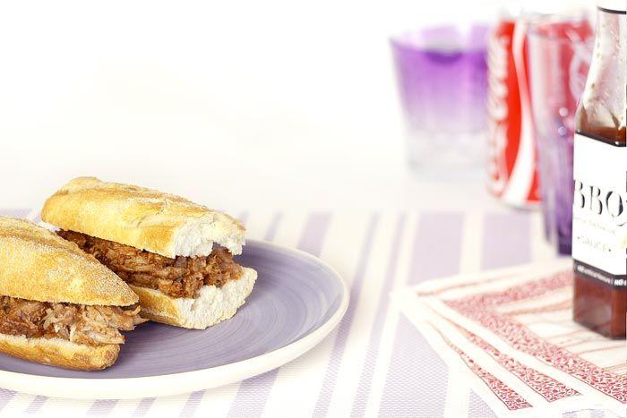 ¿Te toca llevar los sandwiches? Deja a todos con la boca abierta y las papilas latiendo con unos bocatas de pulled pork hechos en Crock Pot.