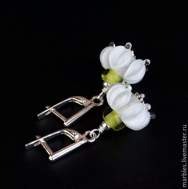 """Купить Серьги лэмпворк """"Ландыши"""", муранское стекло, серебро 925 - ландыши, подснежники, первоцветы, муранское стекло, авторское стекло, стеклянные цветы, лемпворк, авторские бусины, lampwork, beads, handmade, jewelry, necklace, earrings, lampwork earrings, bijou, bijou lampwork"""