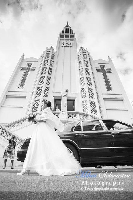 Wedding Photographer in Paris. Dana & Olivier. Before the church ceremony.