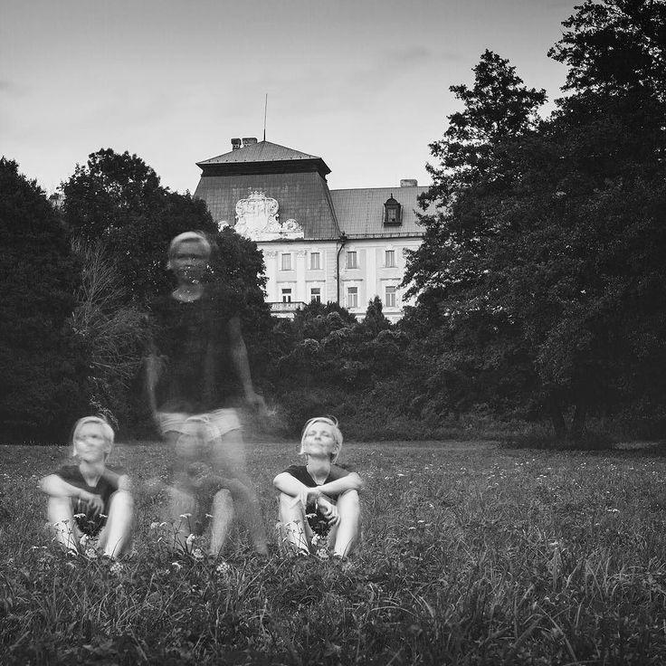 Me-time  /autoportrait/ #onlocation #blackandwhitephoto #autoportrait #selfportrait #loveyourself #longexposure #studiophotographer #editorialphotography #blondhair #longexposure_shots #bwphoto #bwportrait #studioportrait #womanpower #womanportrait #portrait_shots #blackdress #shorthair #familyphotographer #fashionphotograoher #simplyme #selfconfidence #portraitshoot #studiophotoshoot #childrenphotographer #portraitoftheday #blackandwhiteonly