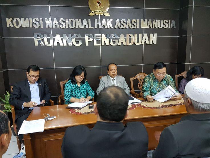 Komnas HAM Akan Selidiki Pelanggaran HAM Terkait Kriminalisasi Ulama & Penangkapan Aktivis Islam  Komnas HAM saat menerima Tim Advokasi GNPF-MUI Selasa 4 April 2017 di Kantor Komnas HAM Menteng Jakarta Pusat. (Foto: MNM/salam-online)  JAKARTA (SALAM-ONLINE): Ketua Komisi Nasional Hak Asasi Manusia (Komnas HAM) Prof Dr Hafid Abbas menegaskan akan menyelidiki pelanggaran HAM yang dilakukan polisi terkait kriminalisasi yang dilakukan terhadap ulama dan aktivis Islam.  Yang terbaru polisi…