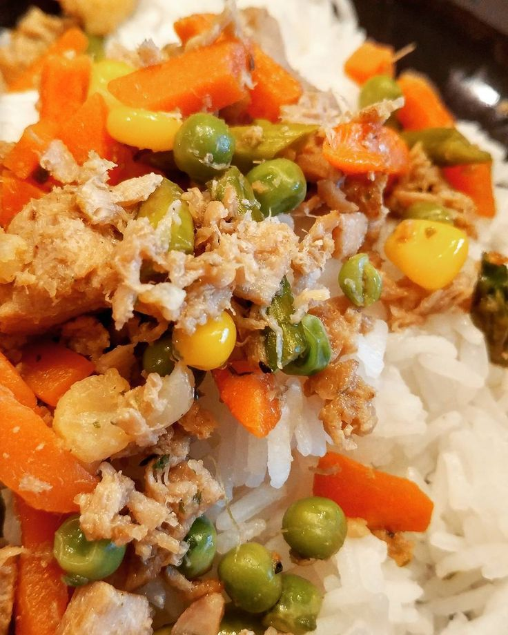 I really have no direction when I #cook sometimes, but the #dishes I whip up with no rhyme or reason can apparently  be the best #dinners !  I created a #yellowfin #tuna #stirfry with #mixedveggies in a #ponzu #sauce and it's shockingly good, even though it really doesn't look too exciting.  I served it over #jasmine #rice .  Black #pepper and #green #jalapeno #tabasco sauce added a nice touch. ✨✨✨✨✨✨✨✨✨✨✨✨✨ #food #foodie #eating #foodstagram #foodofig #foodsofig #foodofinstagram…