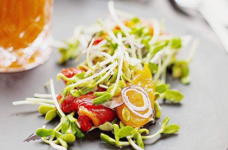 How to Green | Рецепт салата из печеного перца и ростков гороха