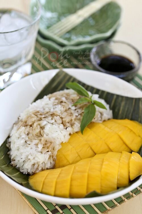 Mango Sticky Rice Dessert - coconut infused steamed glutinous rice drizzled with palm sugar syrup and served with mangoes. Delectable! | RotiNRice.com