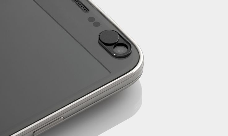 The webcam cover by soomz.io protects your privacy on your smartphone