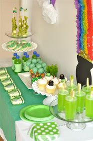 Why not bring a little luck of the Irish home with a St. Patrick's Day themed party?  We found these great decorations and ideas at Creative Juice