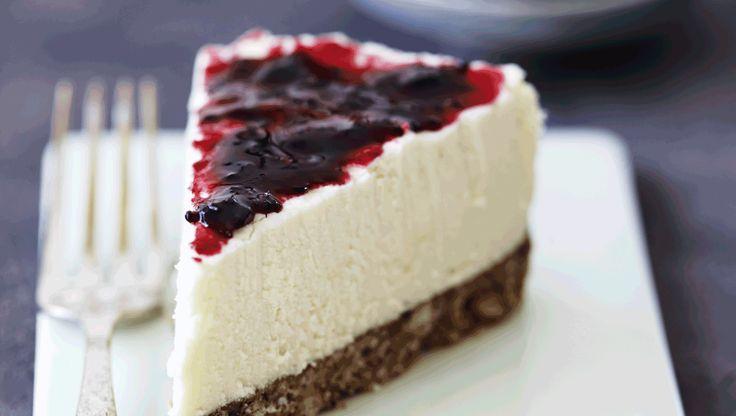 Cheesecake der lige får et ekstra pift med hvid chokolade og lakrids. Lav gerne kagen, dagen før den skal serveres, da den skal stå mange timer i køleskabet