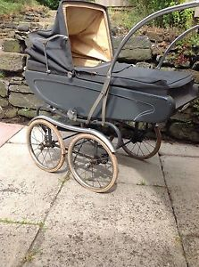 1958-Pedigree-Lines-venture-Baby-Carriage-vintage-pram