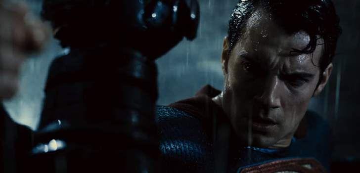 Um novo clipe de Batman vs Superman: A Origem da Justiça foi mostrado durante um programa especial anual, o Jimmy Kimmel Live: After The Oscars. Nele, podemos ver o Cavaleiro das Trevas lutando contra o Homem de Aço em cima de um prédio em Gotham! Confira! Temendo que as ações do herói, com poderes comparados …