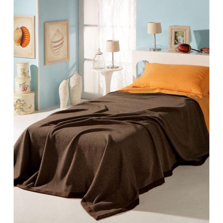 Esta es el única cama individual. Es pequeña pero muy bonita. Es perfecto para una persona!