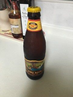 ハワイのコナビール初体験  ハワイ土産で3種類いただいたのですが 一番好きだったのがこのファイアーロックペールエールというこなびーる 苦味がなくて飲みやすい フルーティな感じで女性が好きなビールだと思います
