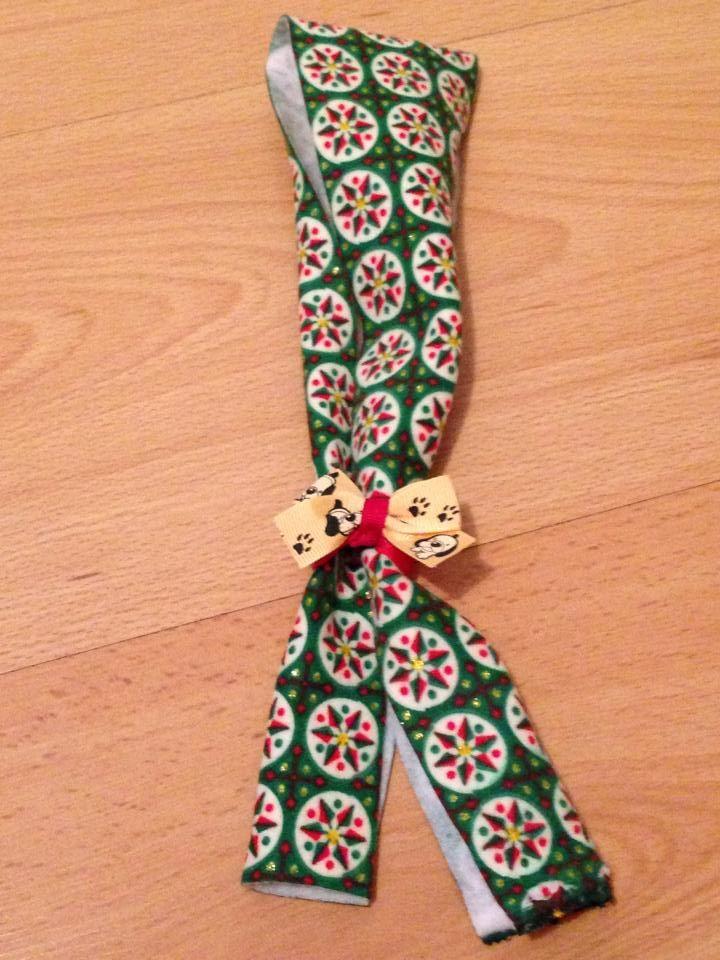 Bufanda navideña verde. (Puedes personalizar el moño). #Moño #Mascotas #Navidad VALOR: $3000 COP