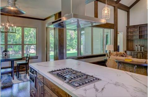 Pretty sure a kitchen like this is something dreams are made of? What is your favorite feature in a home?