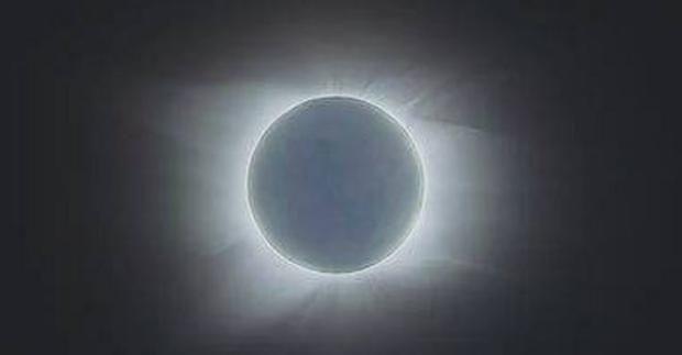 Лунное затмение: астролог Влад Росс посоветовал, что и как правильно делать http://joinfo.ua/goroskop/1196931_Lunnoe-zatmenie-astrolog-Vlad-Ross-posovetoval.html  Во время затмения Луна будет находиться на 22 градусах в знаке Льва, а Солнце расположится в знаке Водолея (тоже 22 градуса). Полярность указанных зодиакальных знаков очевидна.Лунное затмение: астролог Влад Росс посоветовал, что и как правильно делать, узнайте подробнее...