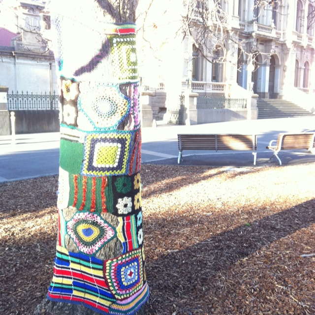 More yarnbombing