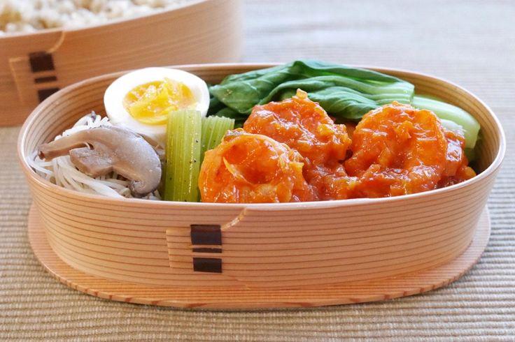 玄米260g、海老チリ、塩茹青梗菜、にぬき、椎茸ビーフン、セロリ中華ピクルス