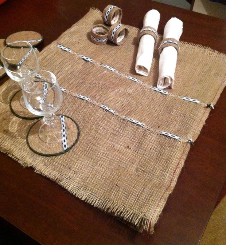 Set runner, coasters and napkin rings made of burlap with ribbon and lace