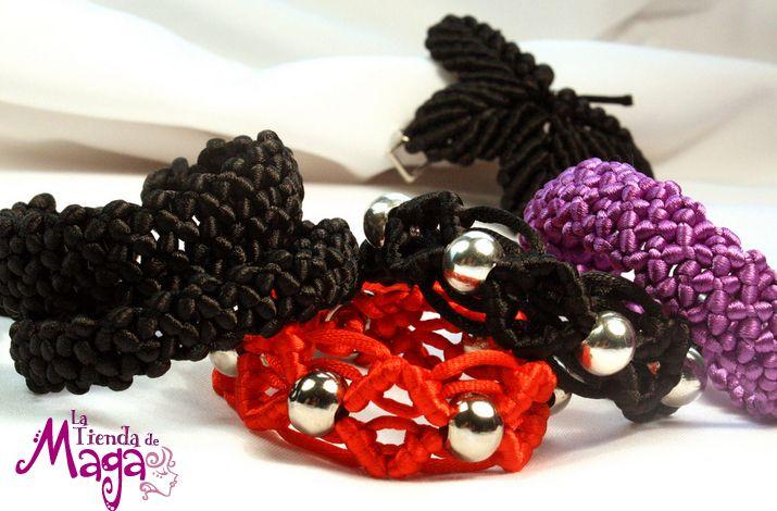 La unión de hilos y nudos hacen que las pulseras de Maga tengan diferentes tejidos. ¡Escoge la que quieras! http://latiendademaga.com/index.php/tejidos