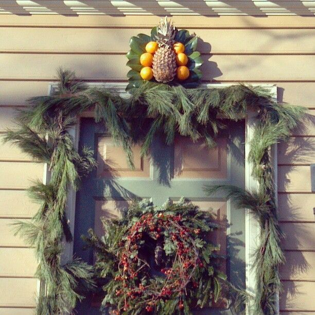 Festive Door Decorations In Colonial Williamsburg's
