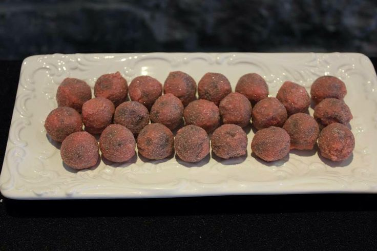 LaBKRY chocolate art!! :) #chocolate #bonbon #ganache #ganacherasberry www.facebook.com/labkry Natasha Bouchard