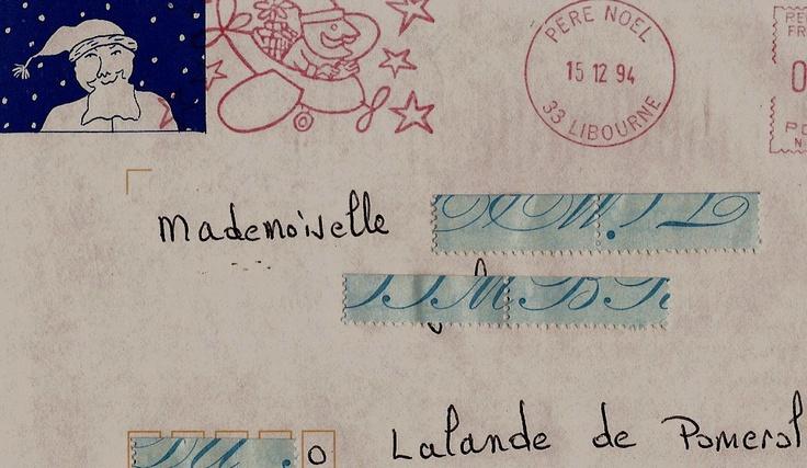 Une agréable initiative de la poste , mise en place depuis 1962 .L e centre de tri situé à Libourne (33) - répond à plus d'un million de courriers qui ont été adressés au père Noël , dans le monde entier . Avant le 24 décembre , les enfants recoivent une carte sous enveloppe , et ce courrier est  également collectionné  par les adultes . Ce service est gratuit , inutile d'affranchir la lettre .