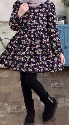Rochita bleumarin cu flori