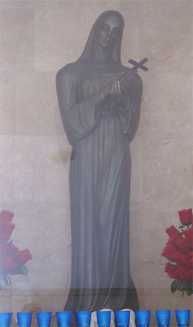 Imagen de Santa Rita de Casia, escultura de Rita Longa en la Iglesia de Santa Rita en la Habana