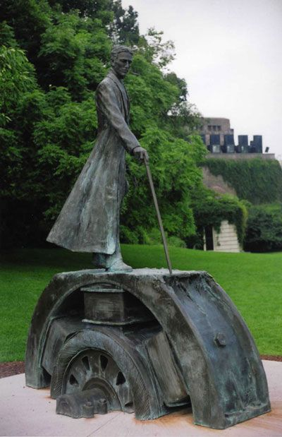 The Nicola Tesla monument at Victoria Park, Niagara Falls, Ontario, Canada. Placed in 2006 to honor the inventor's 150th birthday, the figure stands over a commanding view of the falls. Wikimedia Commons photo courtesy of the Tesla Memorial Society of New York, shared under Creative Commons license, details @ http://creativecommons.org/licenses/by-sa/3.0/deed.en .